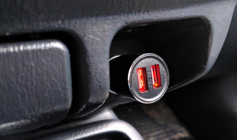 Automobilinis telefono pakrovėjas ir bluetooth FM moduliatorus viename 7